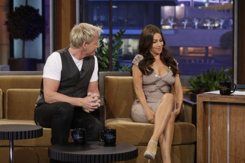 A 2010 video which shows Gordon Ramsay making 'inappropriate' sexual jokes towards Sofia Vergara has resurfaced, and people aren't happy
