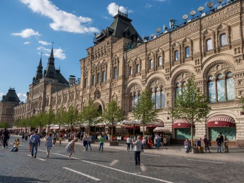 I visited Russia's most iconic department store, a 126-year-old building in the heart of Moscow. It was a far cry from most American shopping centers I've been to