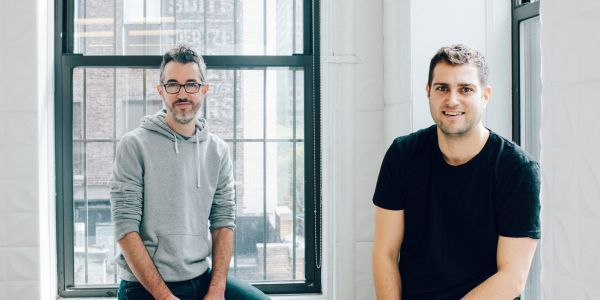 These two entrepreneurs came up with a way for you to get new prescription contact lenses without ever having to leave your house