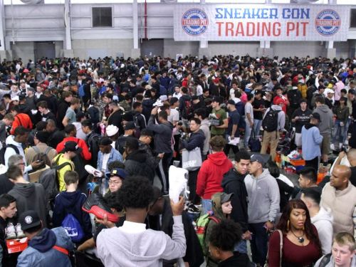 A 19-year-old sneakerhead who says he made $350,000 in sales last year shares the budget spreadsheet he uses to maximize his profits at big events like Sneaker Con