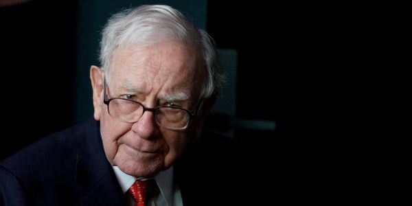Warren Buffett's Berkshire Hathaway made $800 million on Snowflake's first day of trading as the stock spiked