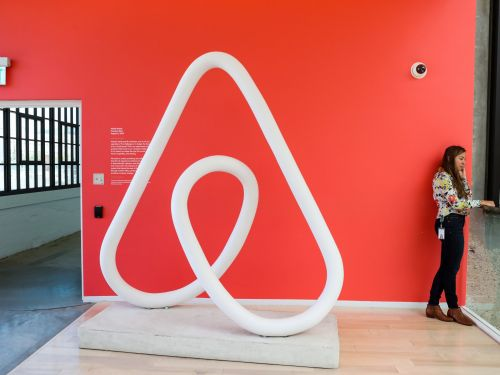 Airbnb just hired an aviation veteran to its C-suite - and a brand expert says this signals Airbnb is going to start offering you bundled travel packages