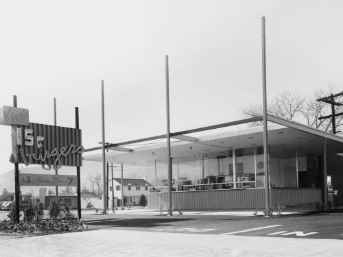THEN AND NOW: 14 photos of drive-thrus that show how much they've changed