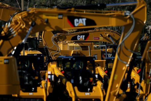 Caterpillar beats, says it sees higher costs ahead