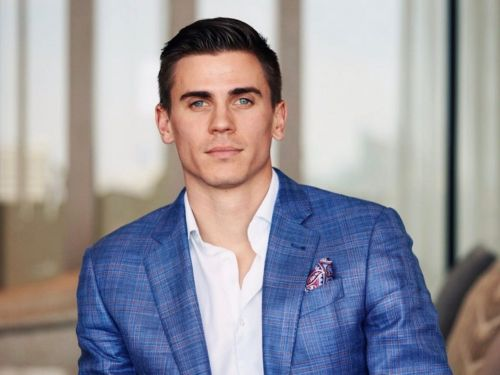 The 5 strategies a 24-year-old entrepreneur used to save $148,000 to start his own business after dropping out of college