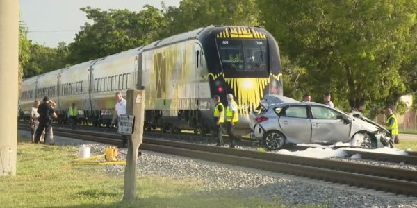 Video shows Florida woman escaping her car moments before a high-speed commuter train crashed into it on the tracks
