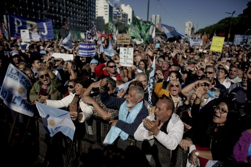 Argentina clinches $50 bln IMF financing deal, to speed up cuts