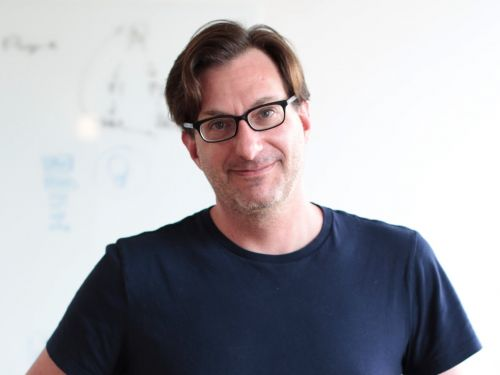This Silicon Valley founder is an expert in designing presentations. Here's what he thinks your startup needs to include in a pitch deck - and what you should leave out