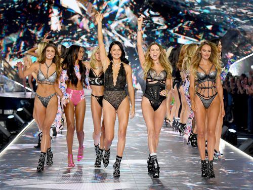 19 iconic moments from the Victoria's Secret Fashion Show over the years