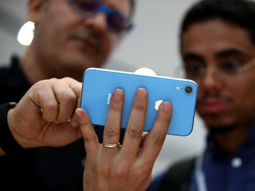 IPhone XR didn't sell out overnight, but demand is still stronger than last year's iPhone 8