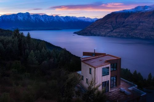 10 dreamy Airbnbs people loved in 2018, from a secluded treehouse to a house built into a cliff