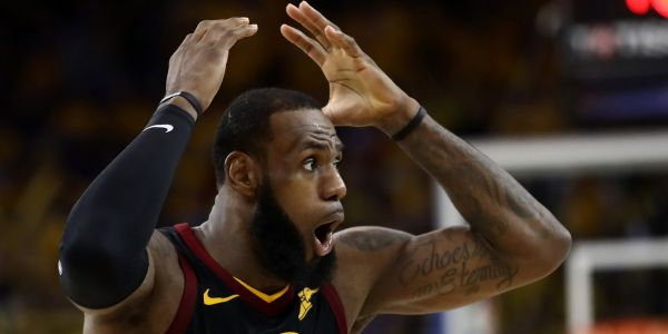 LeBron James made a funny threat after a Lakers teammate dropped a ridiculous pass in a scrimmage