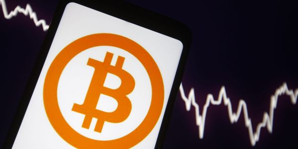 Huge outflows cause Grayscale Bitcoin Trust to sink to first discount to bitcoin since 2017