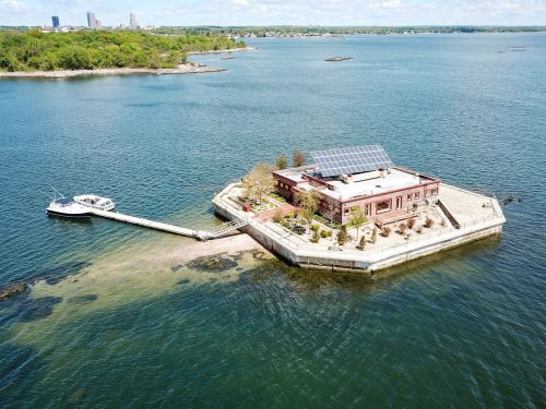 2 private islands 30 minutes from Manhattan just hit the market for $13 million, and one has a self-sustaining home on it - here's an inside look at the properties