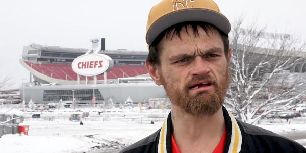 A Chiefs player is bringing a homeless man living in his truck to the AFC Championship game as a thank you for pulling his car out of the snow