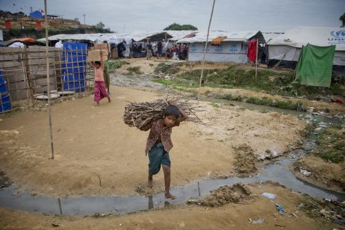 Brutal images show how the Rohingya people are being slaughtered and forced to flee Myanmar