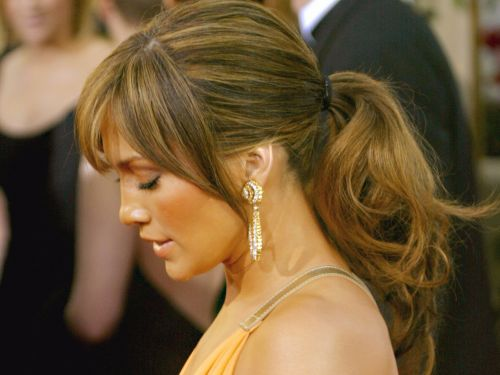 Here's how Jennifer Lopez keeps her hair shiny and healthy