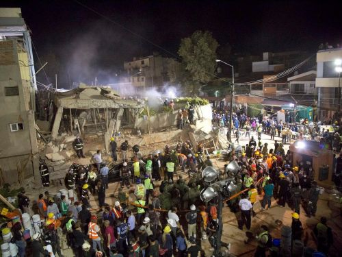 At least 22 children have died after a huge earthquake destroyed a school in Mexico City