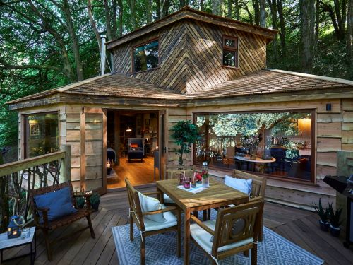 You can stay at this stunning luxury treehouse in England - take a look inside