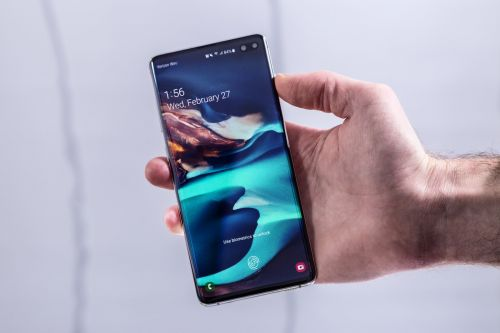 How to save GIFs to your Samsung Galaxy S10 from a web browser