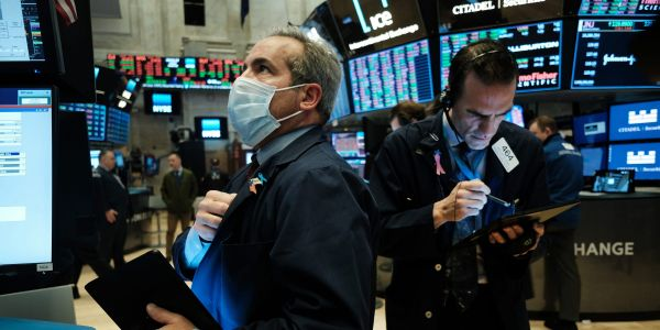 US futures head to more record highs ahead of big tech earnings, while oil climbs despite raging global pandemic