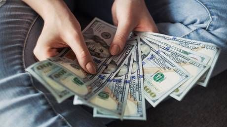 Russians stock up on foreign currency, choose US dollar over euro