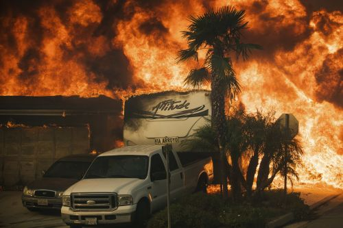 The Weather Channel's blazing-hot wildfire simulation clearly explains why wildfires are getting so much worse in California and the western US