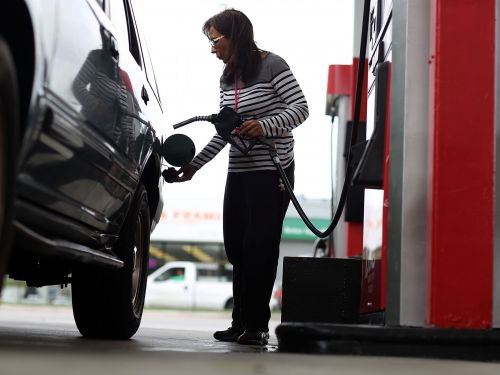 A points-and-miles expert who got a tank of gas for 38 cents shares exactly which credit card to open if you want to fill up for less