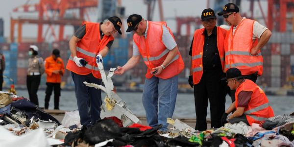 Pilots in the Lion Air 737 Max crash tried to prevent it by hitting an override switch over and over, unaware there were 3 other steps they needed to take, report claims