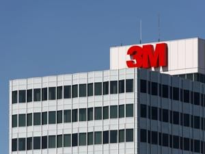 3M posts grim first quarter, will cut 2,000 jobs worldwide