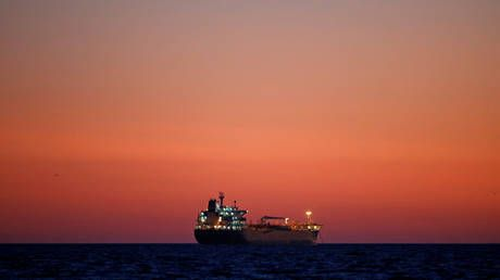 The US briefly overtook Saudi Arabia in gross oil exports