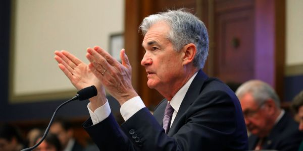 If the Fed takes interest rates negative, it will do so in spectacular fashion and avoid 'dipping a policy rate toe' below zero, Standard Chartered said