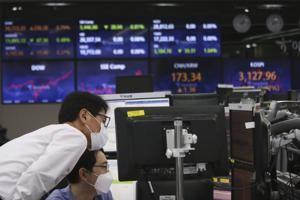Technology shares sink broader market in midday trading