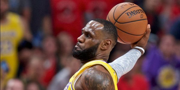 LeBron James announced his arrival to the Lakers with a thunderous dunk