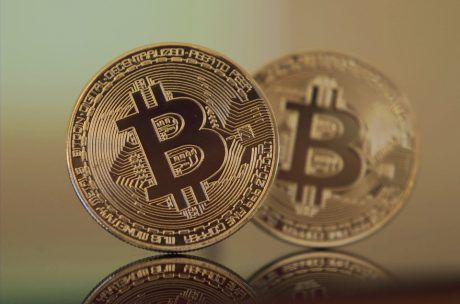 Bitcoin could rise to $100,000 or more before crashing to zero, says Interactive's Peterffy