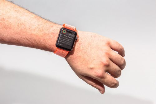How to share your Apple Watch Activity and send messages to friends during your workout