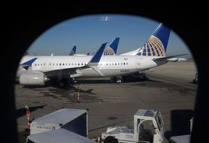 United's 4Q profit rises 46 percent, beats Street forecasts
