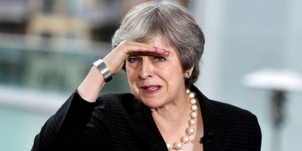 Theresa May considers plan to register 3 million EU citizens 'alphabetically' to cope with flood of applications