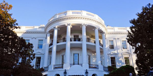 A new mobile app lets you take a virtual tour of the White House - and you can even see this year's Christmas decorations
