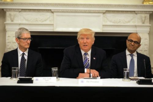 Trump administration calls for U.S. government to adopt cloud services