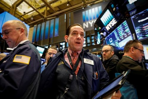 Stocks close mixed on fresh trade fears