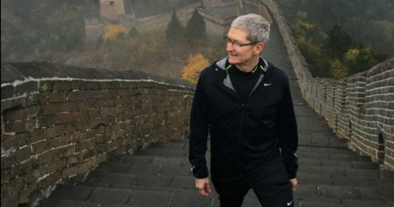 Apple CEO will meet with President Trump to stave off China trade war