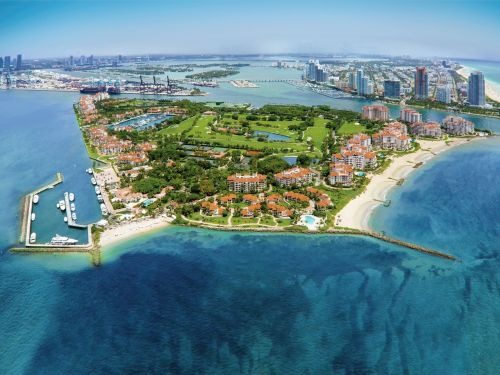 NYC hedge-fund managers and Silicon Valley CEOs are flocking to Miami as 'tax refugees,' and it's sparking record, ultra-luxury real-estate sales in the area