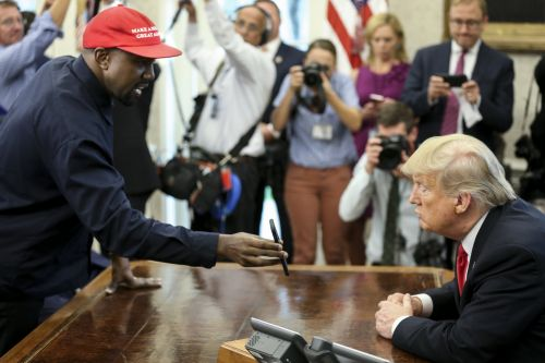 Kanye West revealed his iPhone lock code while in the Oval Office, and it's 000000